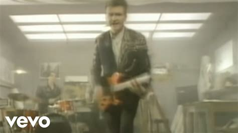 Crowded House - Don't Dream It's Over (Official Video