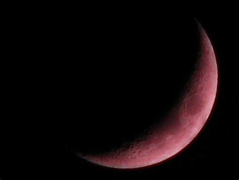 Red Crescent Moon | Strange colors on the crescent moon