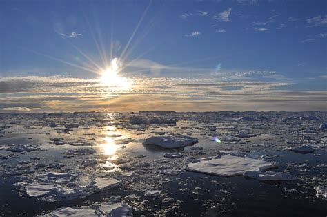 Sun beams on ice floes • Live Passionately