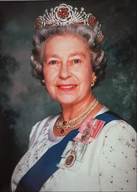 People's Daily Online -- 80-year album of her Majesty